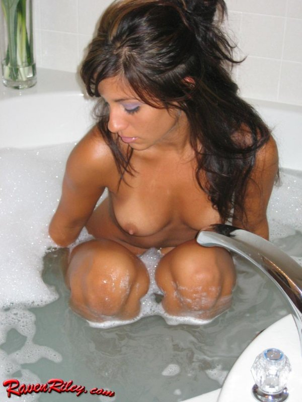 Smoking Hot Body In The Bath | Raven Riley Nude